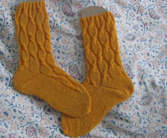Eierlikor-Socken mit Spitze #362