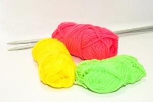 knallbunte Plastikwolle