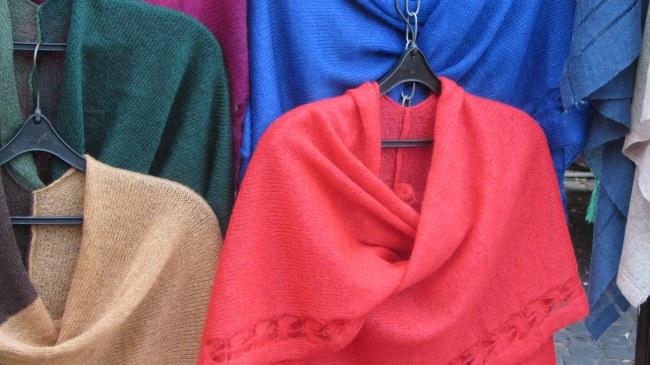 Leicht gestrickte Schals