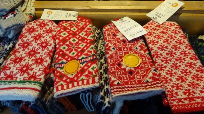 Rotweiße Handschuhe