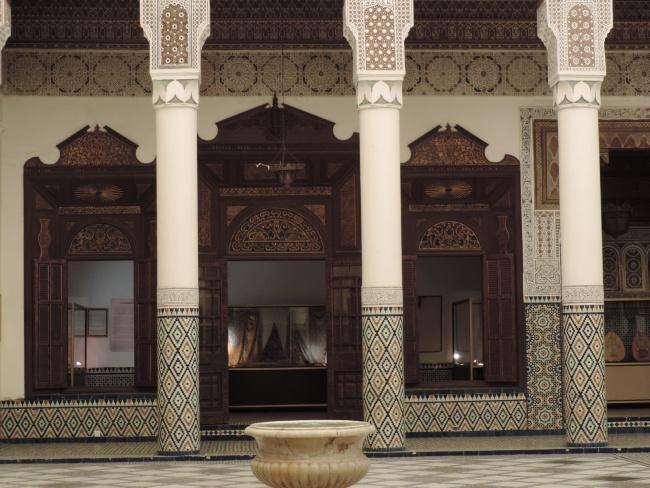 Säulengang und Nebenräume