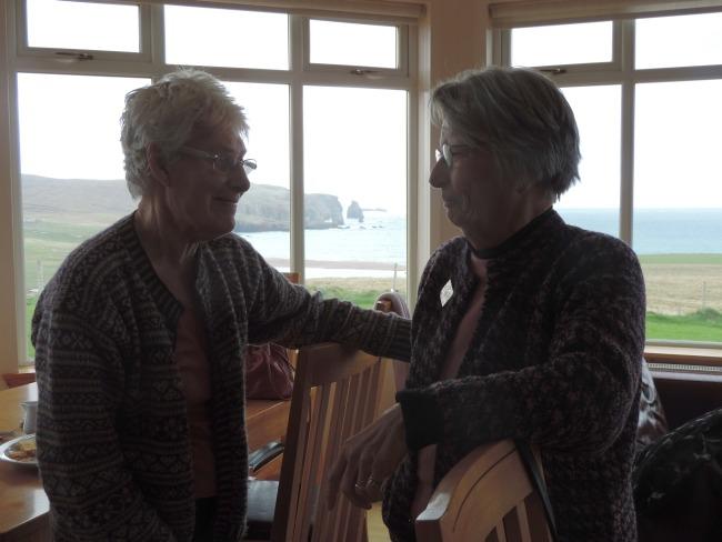 Mary-Ellen im Gespräch