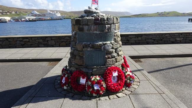 Shetland Bus Denkmal in Scalloway