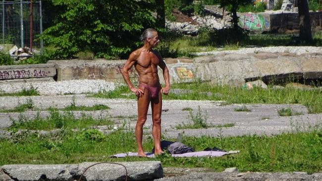 Ein sonnenbadender Russe