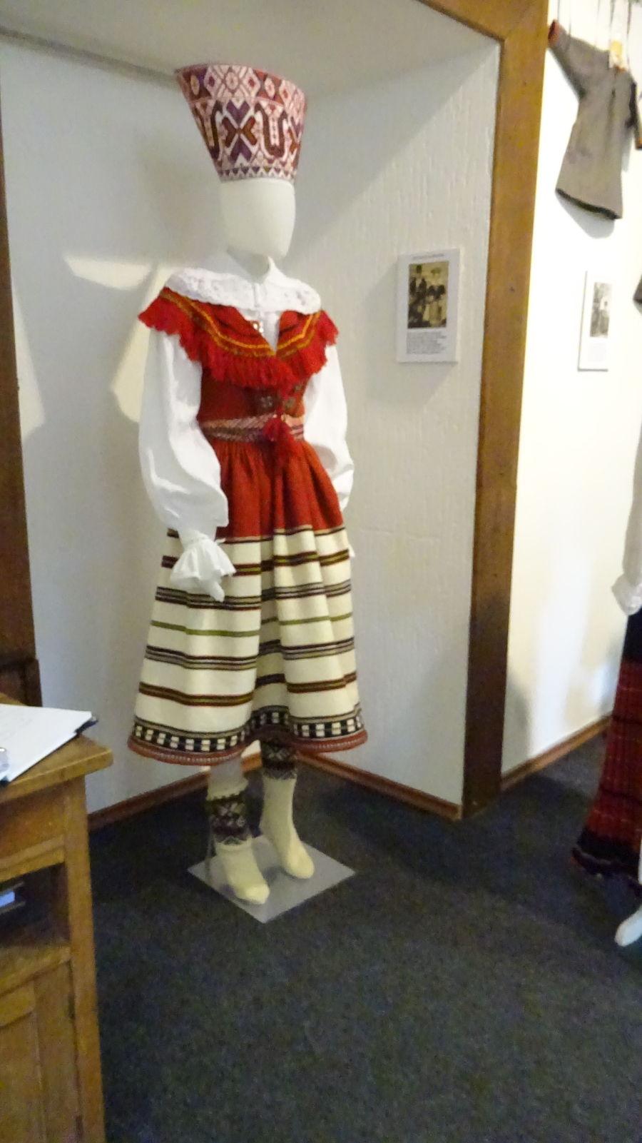 Die Tracht von Mustjala auf Saarema