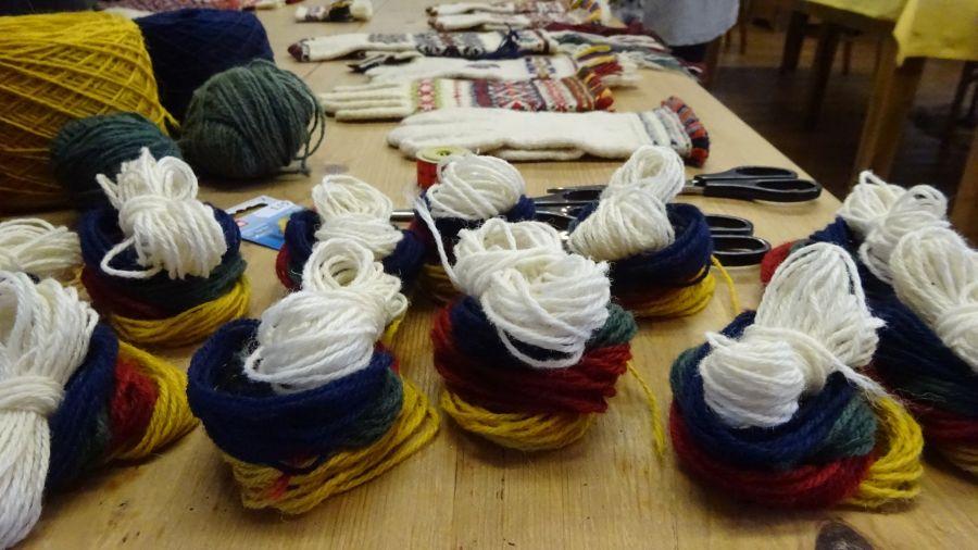 "Tag 4: ""Sewn Fringes of Saaremaa Gloves"""