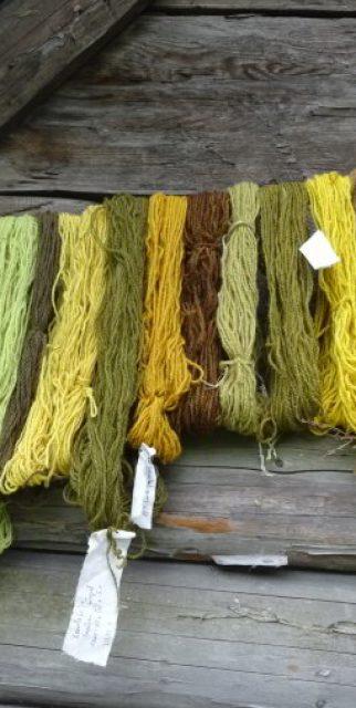 Naturgefärbte Wolle