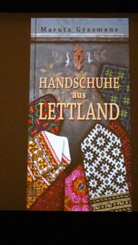 Das Cover: Handschuhe aus Lettland