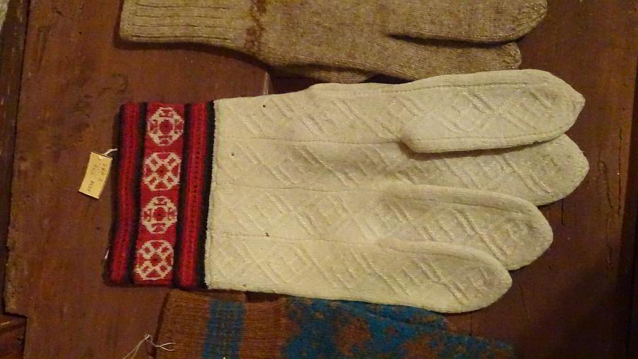 Fingerhandschuhe mit Travelling Stitches