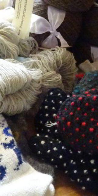 Wolle und Handschuhe