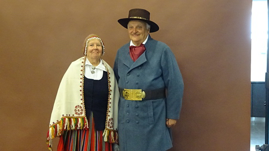 Lettische Trachten