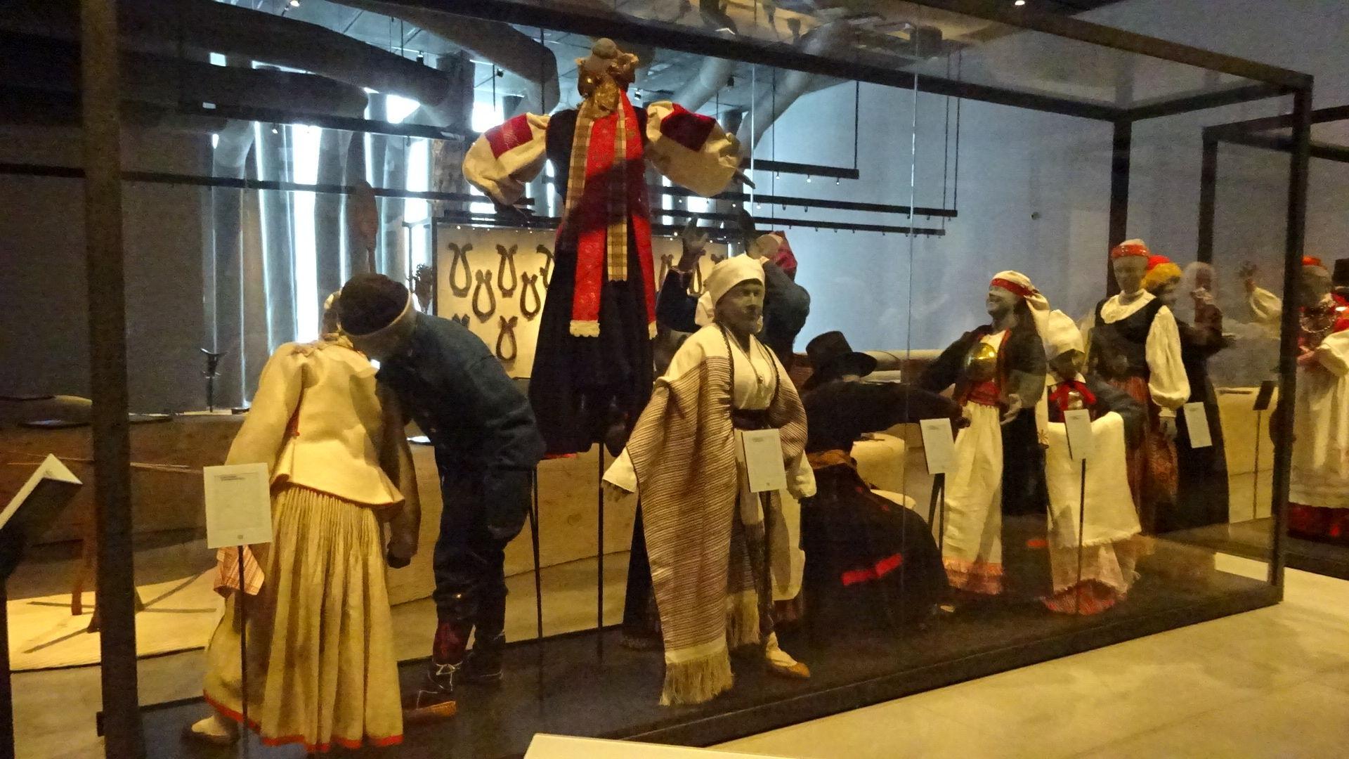 Trachten aus Muhu und Saaremaa