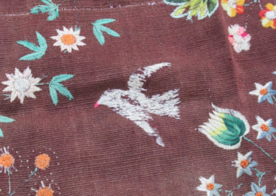 eine handgestickte Decke