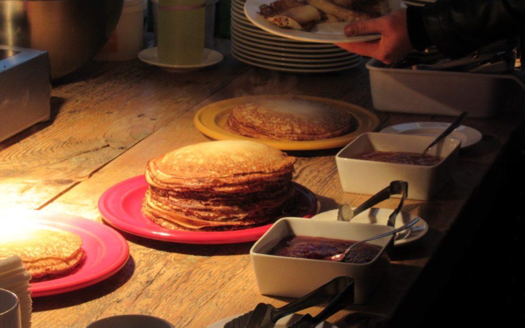 in Riga: Kalenderpräsentation und Pfannkuchen