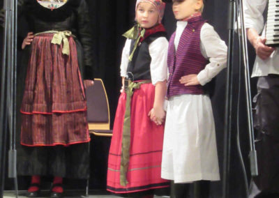 Kindertrachtengruppe der Grundschule Gager