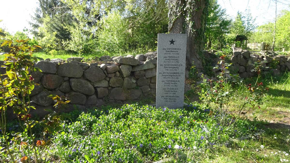 Grab der Zwangsarbeiter auf dem Friedhof in Ranzin