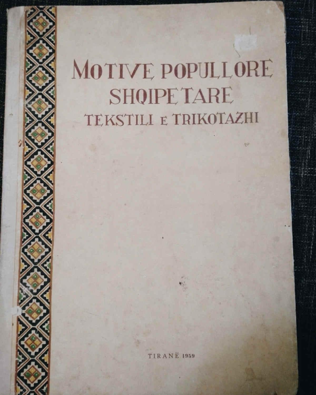Albanische Volksmotive bei Textilien und Strickwaren