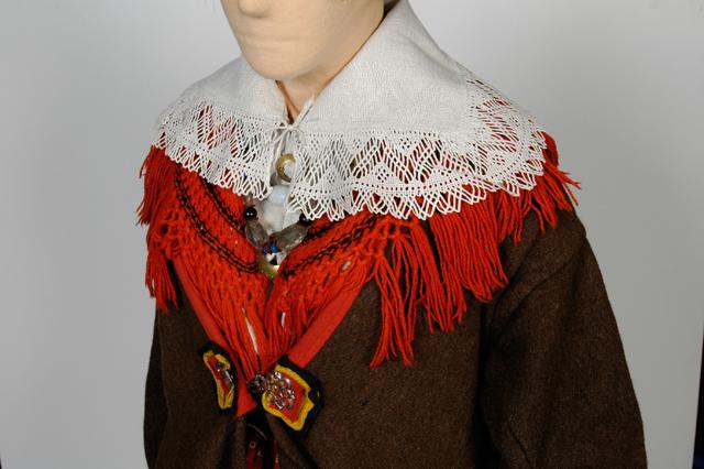 Mustjala Kragen und Schal aus roter Wolle