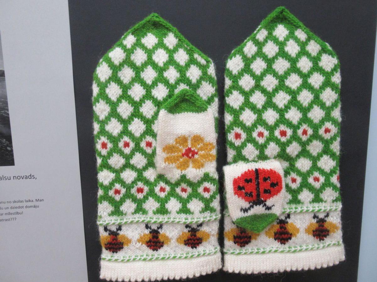 Nachgearbeitete Handschuhe