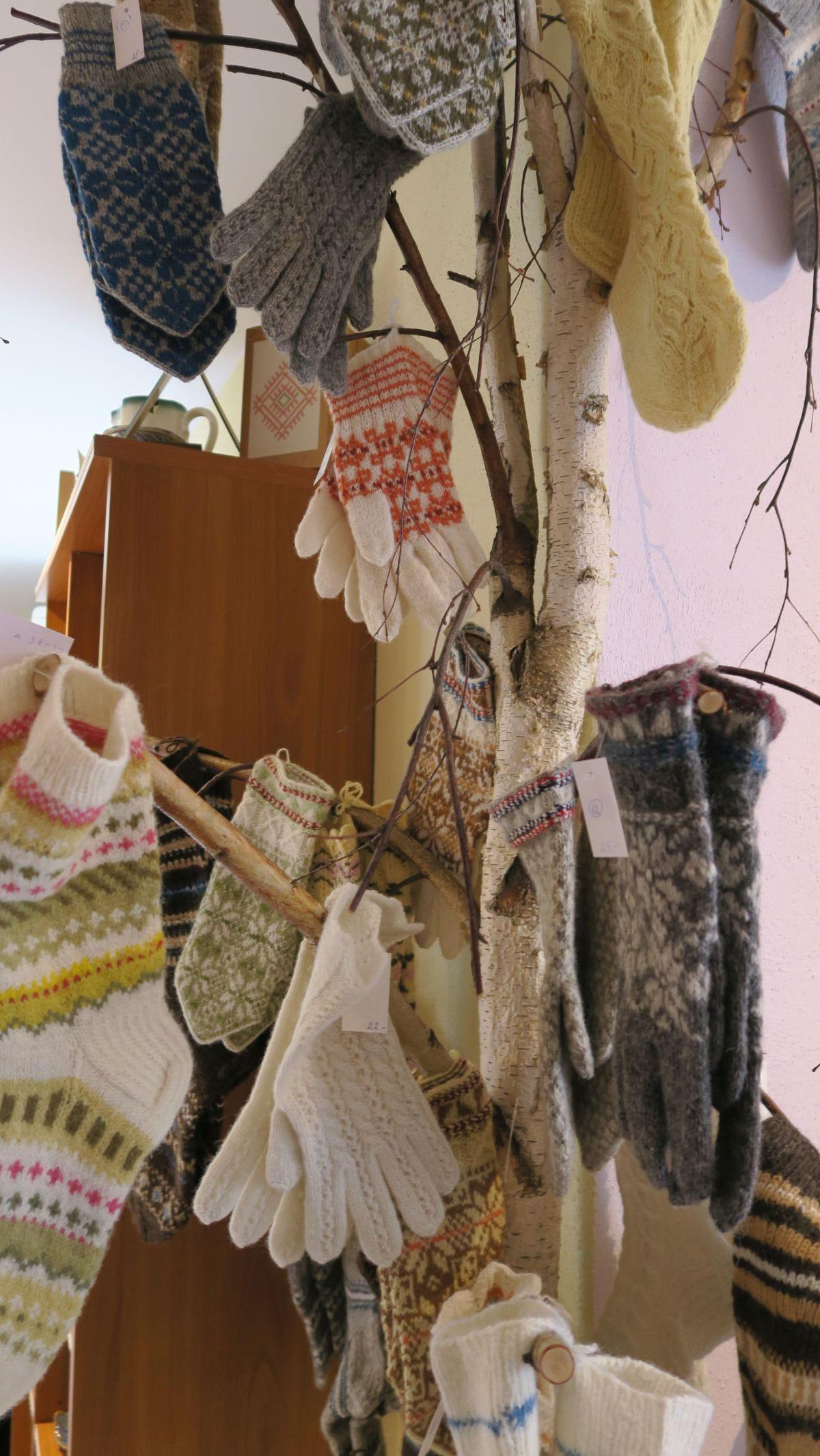 Handschuhnbaum im Töstama Käsitöö Shop