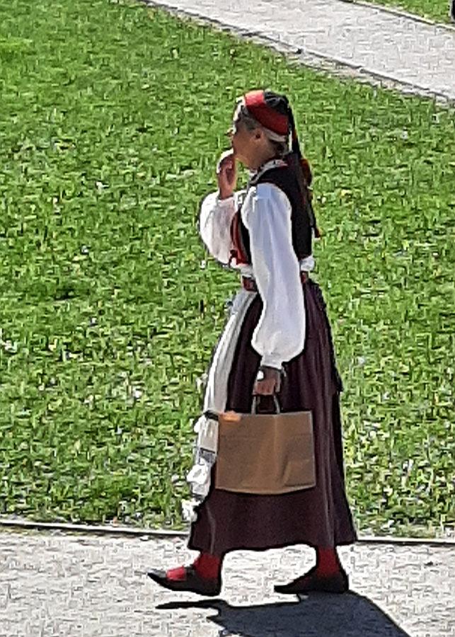 Frau  mit Tuttmüts, Video-Ausschnitt